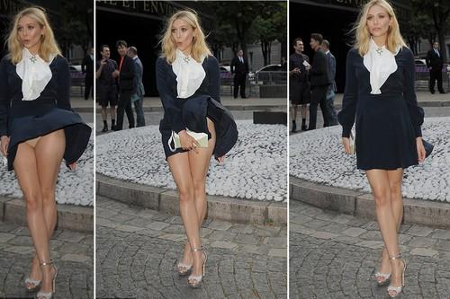 Elizabeth-Olsen-up-skirt-moment