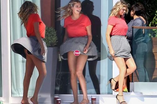 Kate-Upton-up-skirt-moment