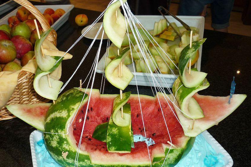 03-melone-schiff-lustig-buffet