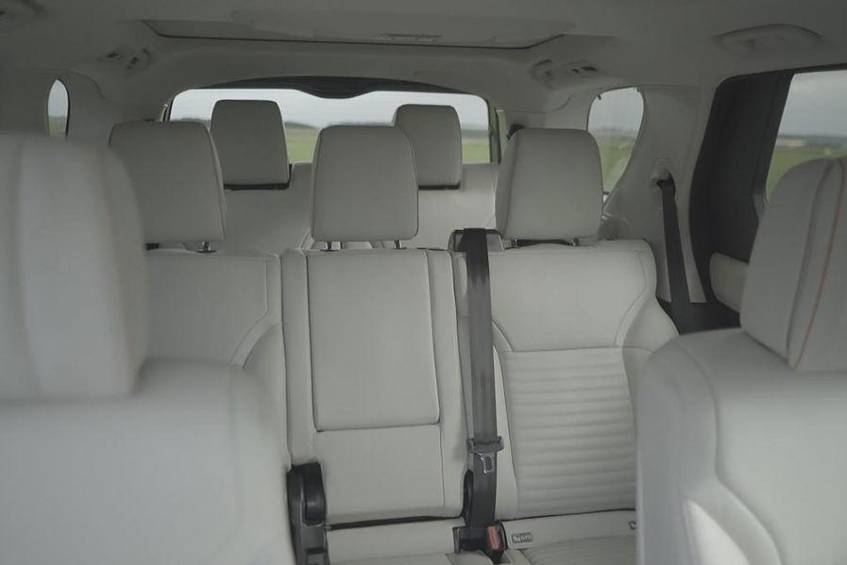 The seating system of the seven-seater ....
