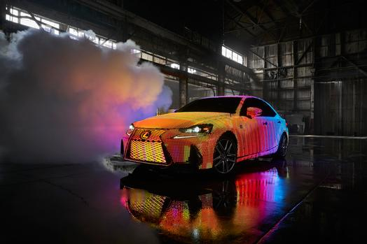 lexus_lit_is_01_e26d782121e3c0d3cb308269ca29ca35d10c97c6_low