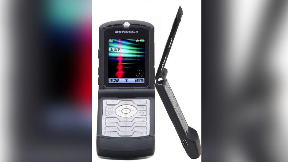 Motorola Razr's popular flip phone is back