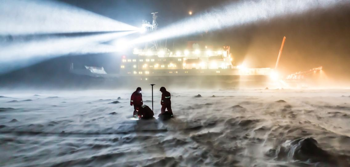 Researchers free ship for one year in the Arctic