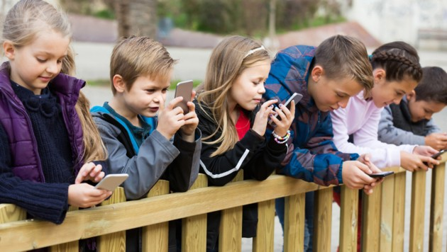WHO concerned about youth -Tempted online advertising to unhealthy behavior?