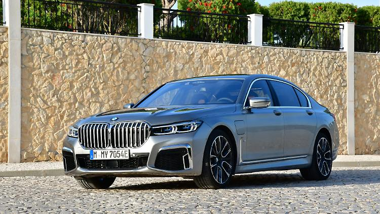 BMW 7 Series - athlete over the S-Class