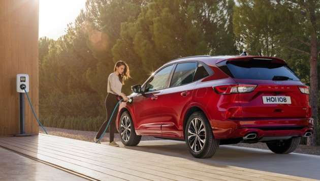 Ford Kuga: more dynamic and with three hybrid